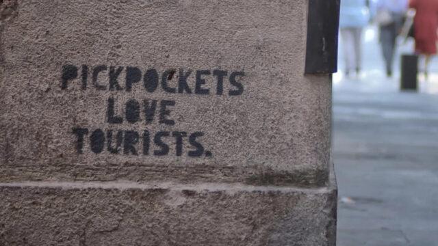 pickpockets love tourists