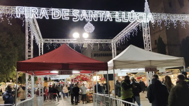 christmas market cathedral